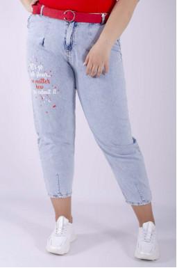 Стильные джинсы бананы с надписью