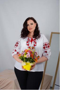 Блуза-вышиванка с красными цветами супер батал