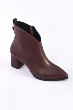 Стильные демисезонные ботинки на каблуках больших размеров
