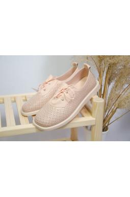 Пудрові туфлі з перфорацією великих розмірів