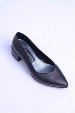 Класичні туфлі на підборах великих розмірів