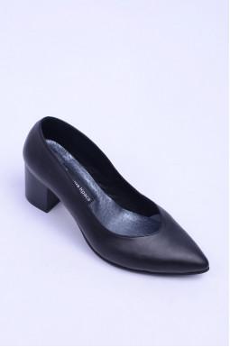 Класичні туфлі на підборах без декору великих розмірів