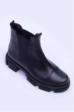Стильні шкіряні черевики великих розмірів