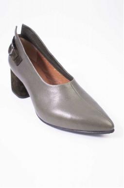 Шкіряні туфлі на підборах великих розмірів