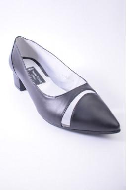 Класичні туфлі великих розмірів