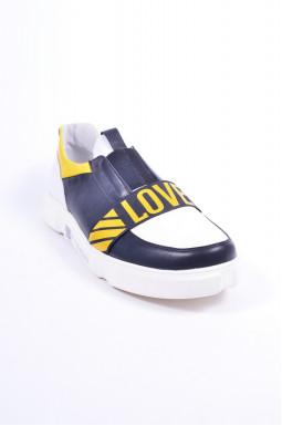 Яскраві кросівки великих розмірів